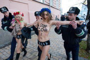 Голые активистки FEMEN сдались Могилеву