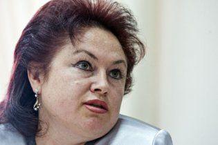 Затримана чиновниця Азарова вже звільнена з посади