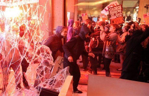 Британські студенти захопили офіс правлячої партії