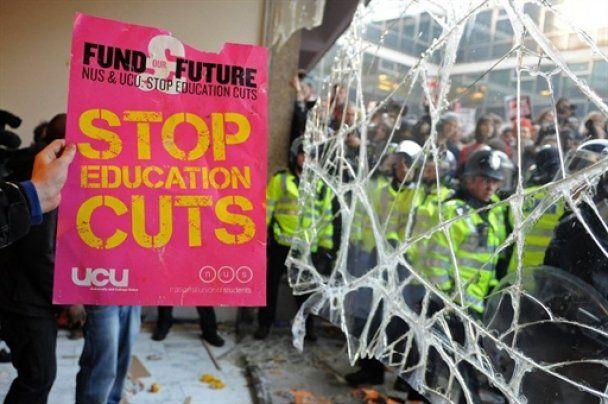 Студентські протести в Лондоні обернулися погромами: 32 затриманих