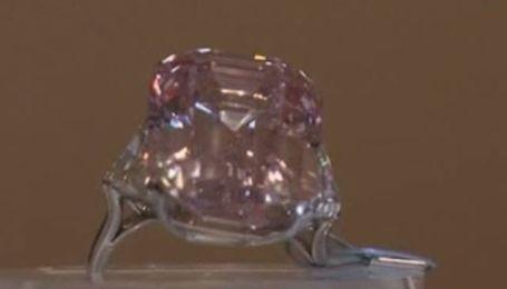 Sotheby's планирует получить рекордную сумму за розовый бриллиант