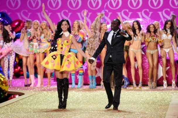 Самые знаменитые модели мира в модном шоу Victoria's Secret