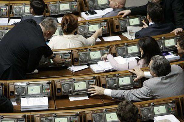 Депутаты запустили кукиш под купол ВР