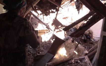 В Сети опубликовали шокирующее видео разгромленной обстрелами Марьинки