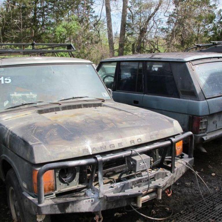 У США продають 16 покинутих Range Rover: їхня загальна вартість дивує