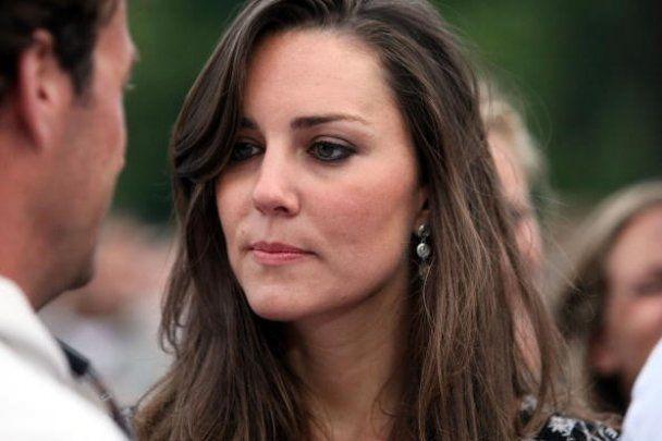 Невеста принца Уильяма показала обручальное кольцо