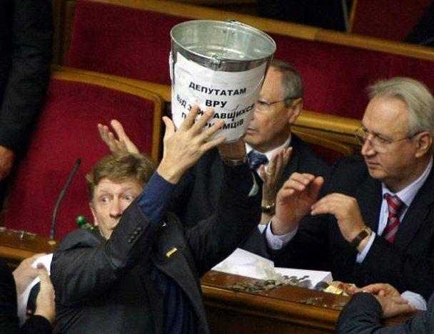 У ВР міністр травмував депутата Податковим кодексом
