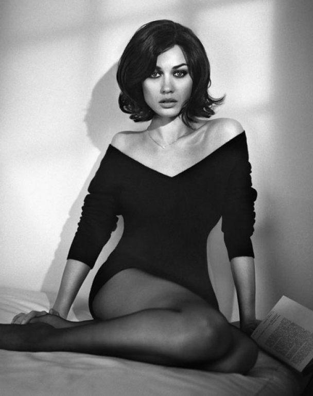 Спокуслива Ольга Куриленко знялась у чорно-білій фотосесії