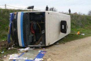 Автобус с 36 пассажирами перевернулся в Крыму, 19 пострадавших