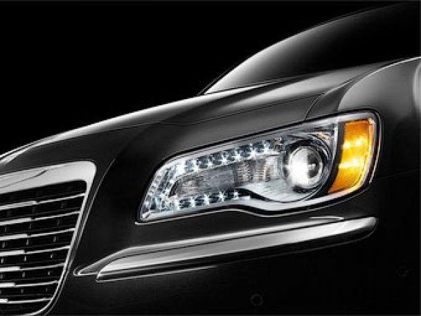Chrysler показал фрагменты нового седана