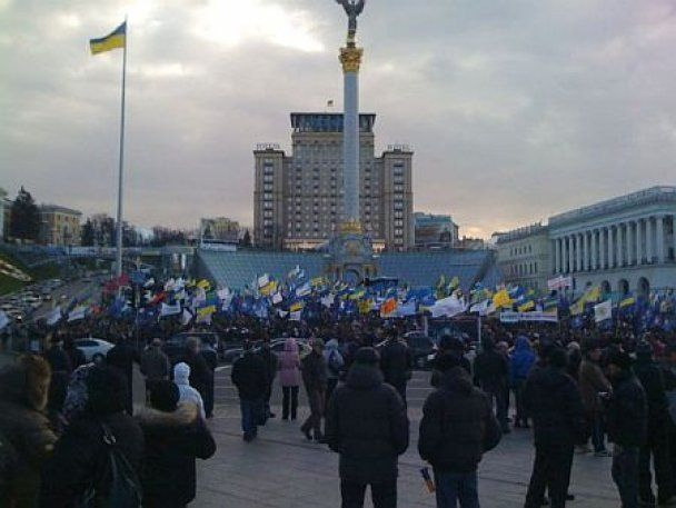 10 тысяч митингующих частично перекрыли движение в центре Киева