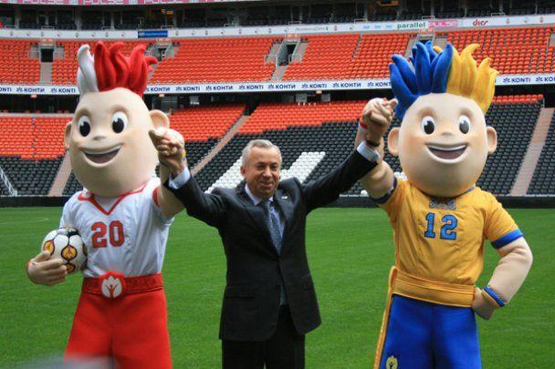 Талисманы Евро-2012 спустились в шахту в Донецке