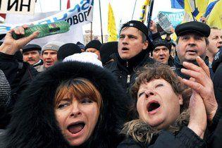 Милиция: оппозиция незаконно устанавливает сцену в центре Киева