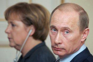 Меркель упрекнула Путина, что его политика расходится с политикой России
