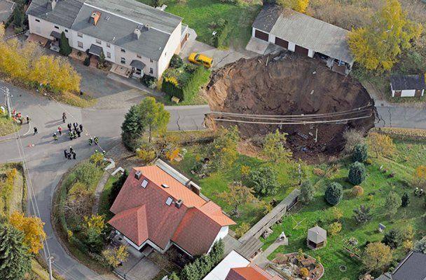 У німецькому містечку дороги провалилися під землю