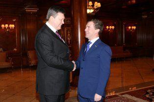 Янукович уговорил Медведева пересмотреть газовые контракты