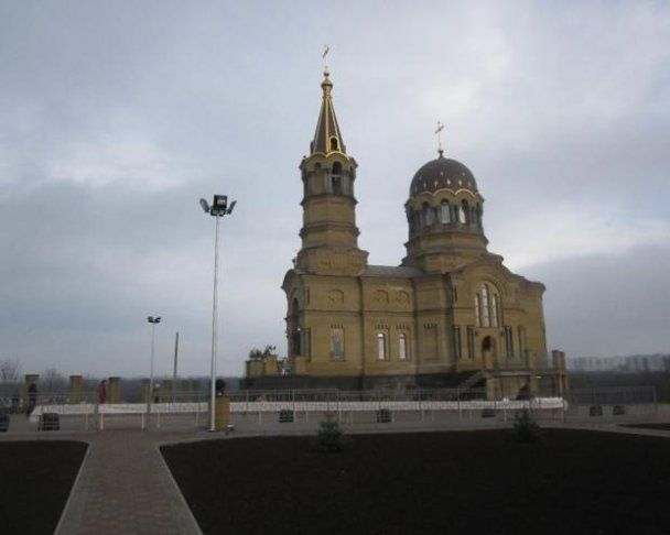 Губернатор Донеччини побудував храм у себе на хуторі