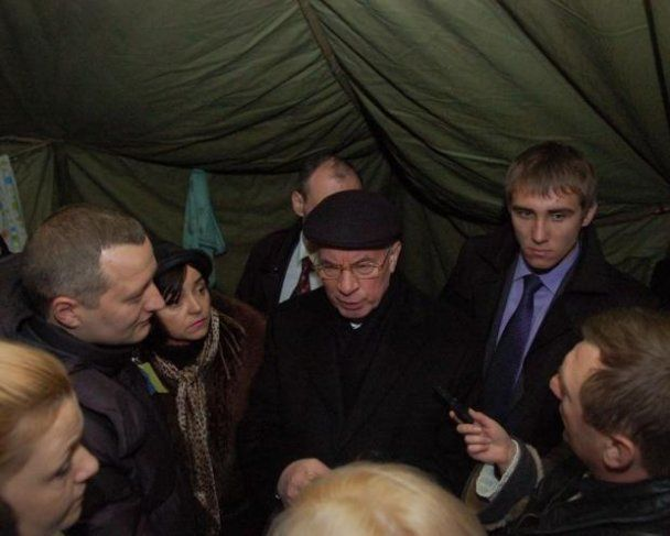 После Януковича и Азарова Майдан помыли с мылом