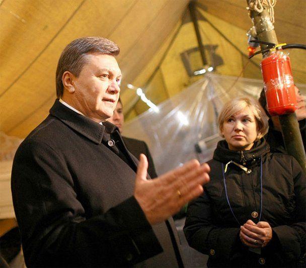 После визита Януковича и Азарова Майдан вымыли с мылом