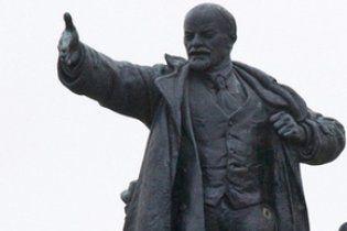 У Херсоні пам'ятник Леніну облили червоною фарбою