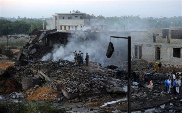 7 украинцев погибли в аварии самолета в Пакистане (видео)