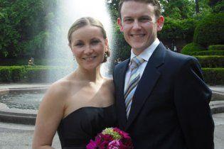 Влюбленная пара женилась 85 раз за полгода