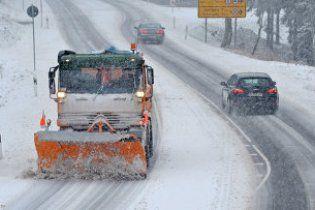 В Западной Чехии снегопад вызвал транспортный коллапс