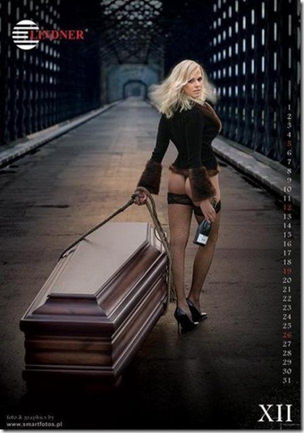 Польські трунарі випустили еротичний календар
