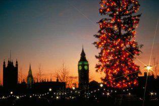 Різдвяну ялинку Лондона запалили поцілунками