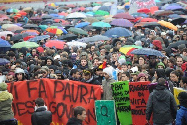 Итальянские студенты перекрыли центр Рима