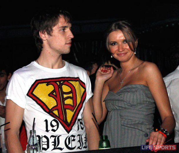 Российские футболисты устроили грандиозную пьянку со стриптизом