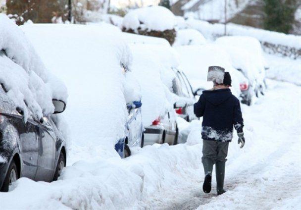 Європу завалило снігом, паралізовані аеропорти