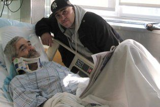Американець врятував життя чоловікові, який впав на рейки, щоб не спізнитися на роботу