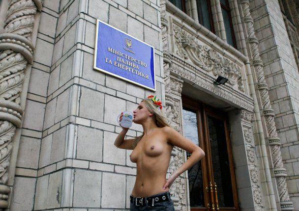 Міліція заарештувала оголених дівчат під мерією Києва