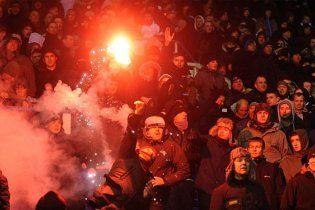 Футбольное дерби в Англии закончилось массовыми беспорядками (видео)