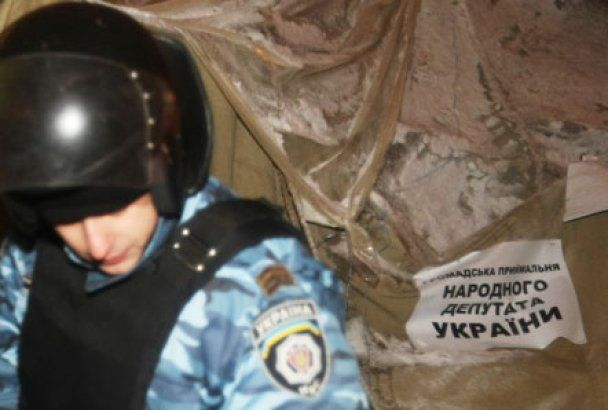 Милиция ликвидировала палаточный городок на Майдане (видео)