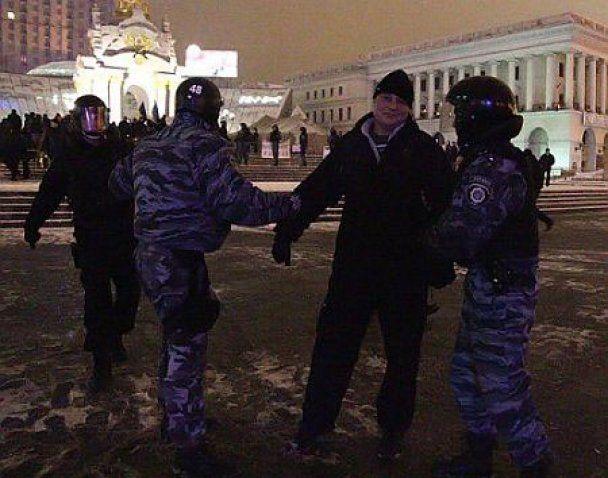 """Янукович: намети на Майдані демонтували через """"новорічну йолку"""""""