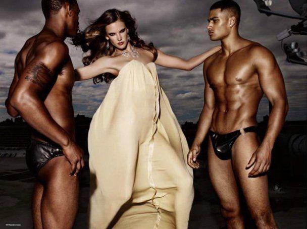 Алессандра Амбросіо роздягла чоловіків до трусів