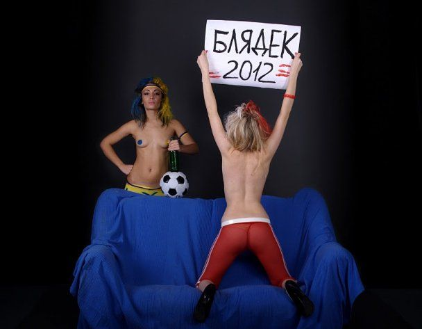 Талисманы Евро-2012 от Femen: Бл *** и Бл ***