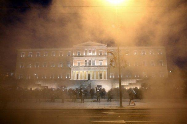 В Греции возобновились массовые беспорядки, более 80 человек задержаны