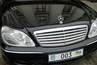 Янукович пересадил свою администрацию автомобили подешевле