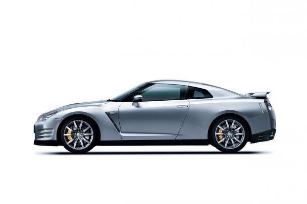 Nissan GT-R стал самым скоростным автомобилем планеты