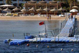 У Єгипті знову дозволено купатись, але заборонено годувати риб