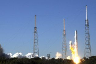 Перший у світі приватний космічний корабель вирушив на орбіту Землі