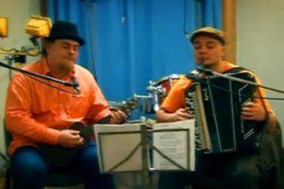 """Білоруське радіо зобов'язали крутити пісню """"Саня залишиться з нами"""""""