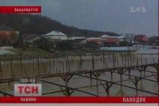 Закарпаття затопило: людей евакуюють
