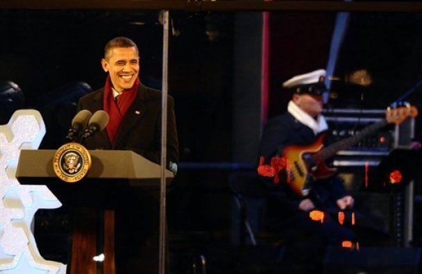 Обама із сім'єю, тещею і собакою запалили головну ялинку США