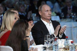 До дня народження Путіна 1,5 тисячі росіян заспівають йому пісню крокодила Гени