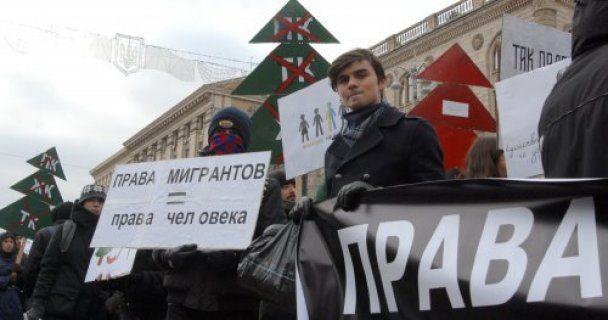 """Борці за права податківців та геїв пройшлися по Хрещатику з маршем """"Анти-Йолка"""""""