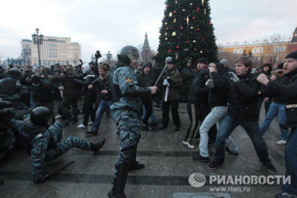 Футбольні фанати влаштували криваву бійню по всій Москві